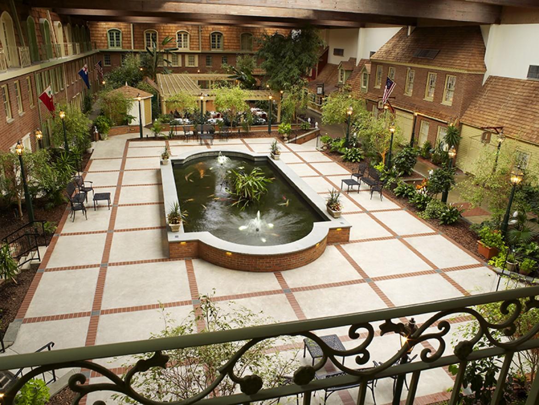 Desmond Hotel Courtyard